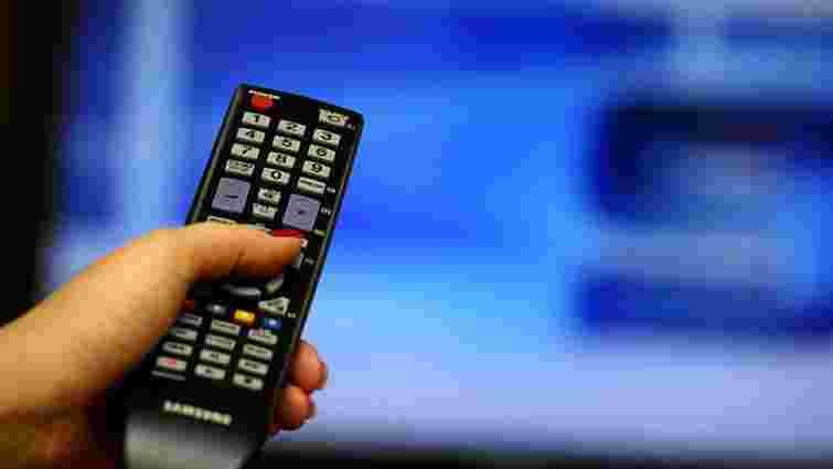 Більшість українців дізнаються новини з телебачення та російських соцмереж