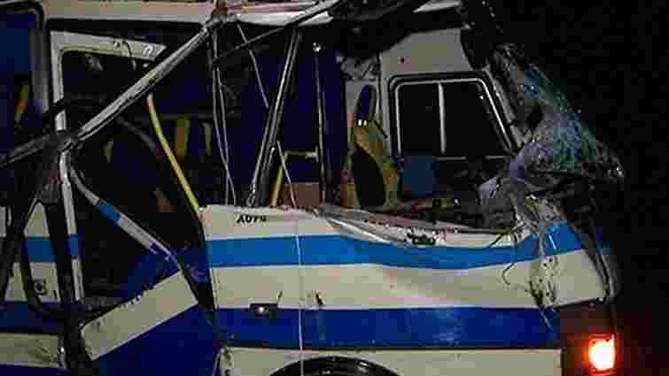 На Вінниччині пасажирський автобус зіштовхнувся з трактором, є загиблі