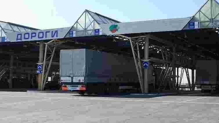 Львівські митники затримали вантажівку, яка незаконно перевозила товари в Росію