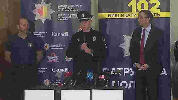 Канада подарувала українським поліцейським форму та персональні відеокамери