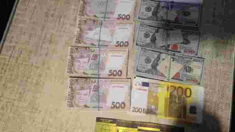 У Рівному шахрайка виманила у пенсіонерки майже мільйон гривень