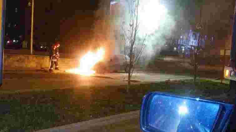 У центрі Львова загорівся автомобіль