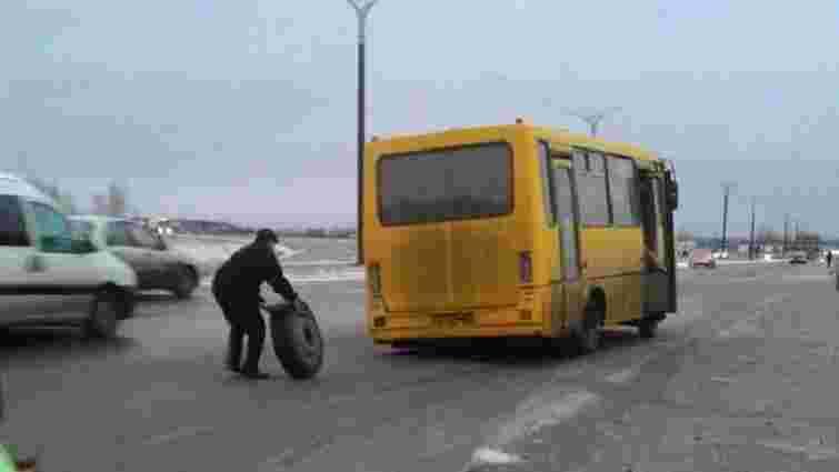 Поблизу Львова у маршрутки на ходу відпало колесо