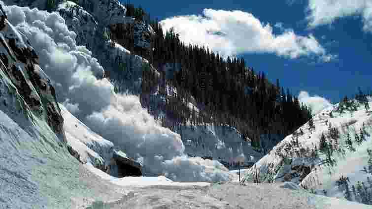 Рятувальники попередили про небезпеку сходження лавин на Закарпатті