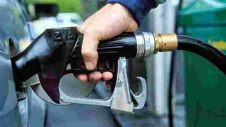 АЗС почали знижувати ціни на бензин в Україні