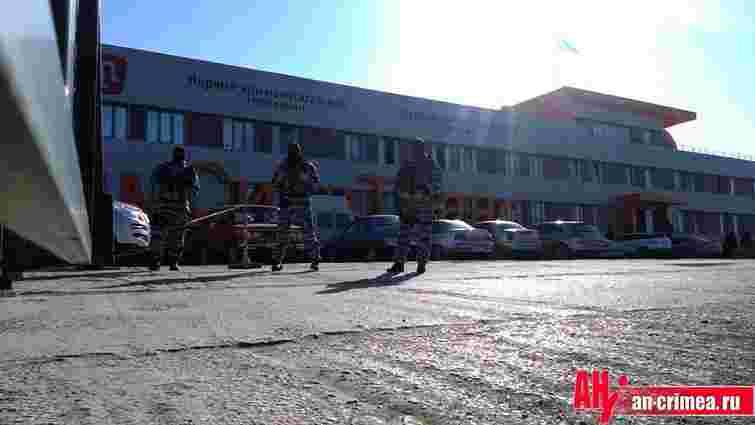 Підприємство Ленура Іслямова в Криму захопили озброєні молодики в масках