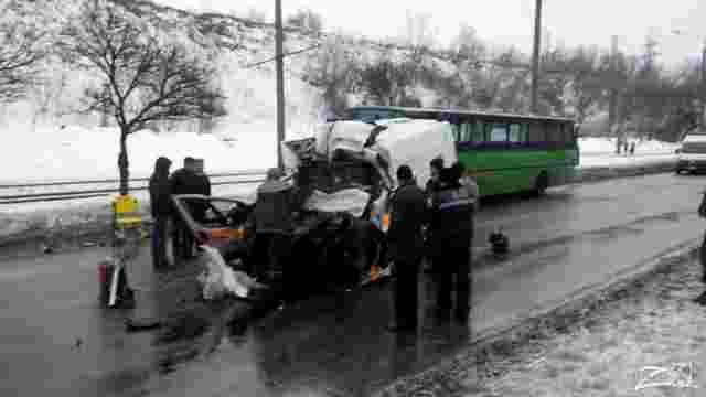 В Харкові після зіткнення «швидкої» з маршруткою помер чотирирічний хлопчик