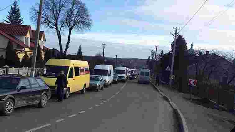 На кордоні з Польщею у Львівській області утворилися кількагодинні черги