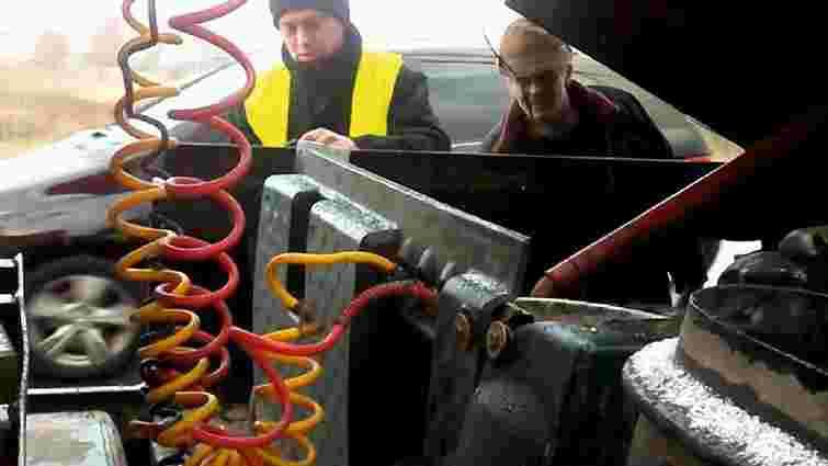 На трасі Київ-Чоп під час руху у фури зламалось колесо