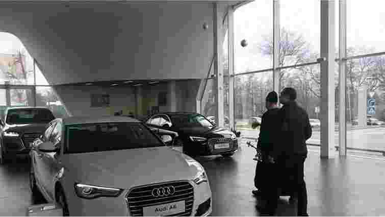 Львівський автосалон Audi освятив ще не продані автомобілі