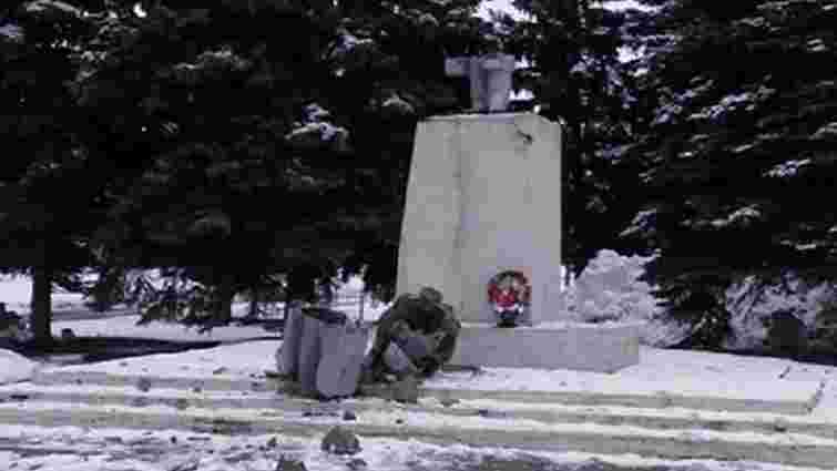 На Харківщині повалили пам'ятник Леніну