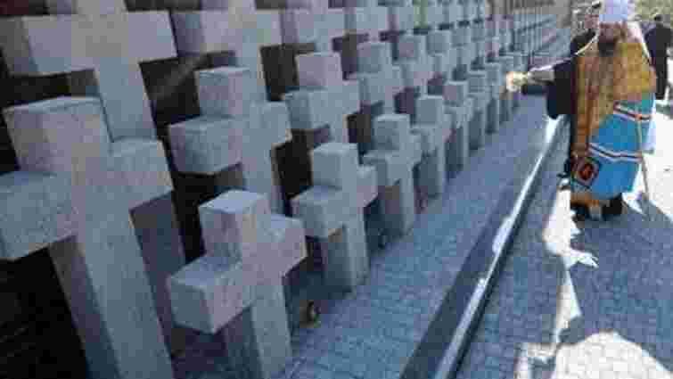 У Львові вандали понищили меморіал жертвам терору НКВС