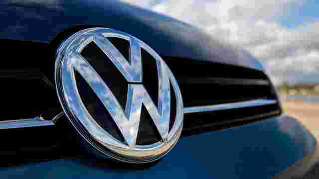 Львівський активіст українізував автомобілі Volkswagen