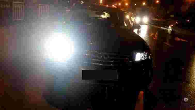 У Львові позашляховик збив чоловіка на «зебрі»