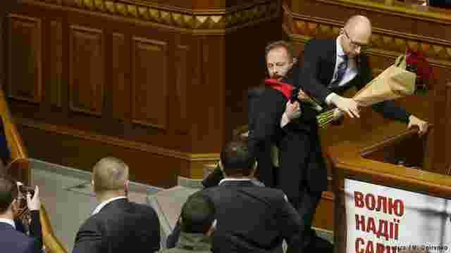 Яценюк: «Сподіваюсь, цей звіт уряду пройде без квітів і фігур від БПП»