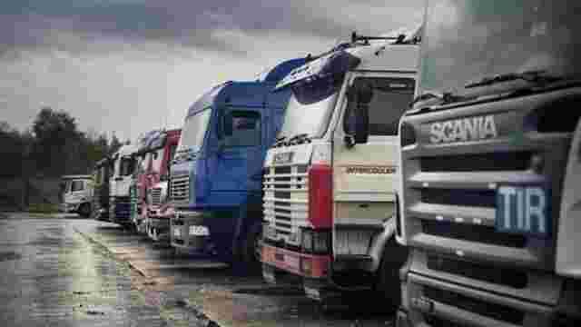 У Росії затримали 152 вантажівки з України