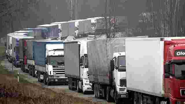 Росія повністю заборонила транзит українських фур