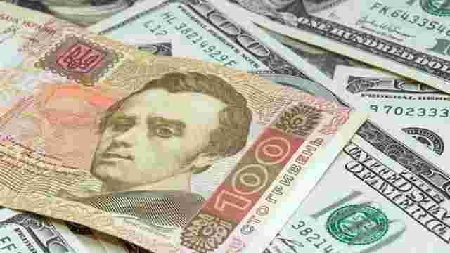 Нацбанк послабив курс гривні до 27,01 за долар