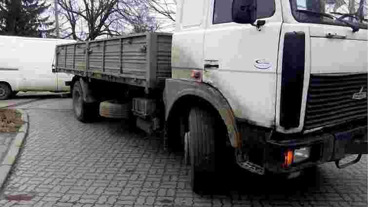 13-річний підліток потрапив під колесо вантажівки у Львові