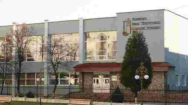 У львівському художньому училищі викладач фізкультури побив директорку
