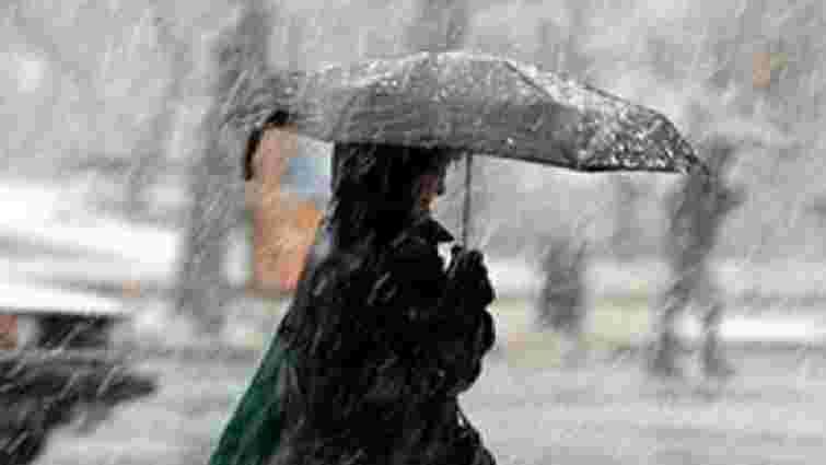 Через погіршення погоди львівських водіїв закликають бути уважними за кермом