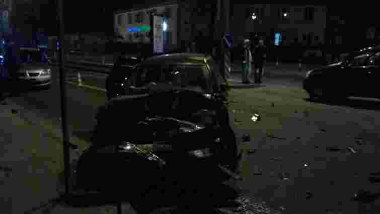 У Львові водій BMW розбив чотири автомобілі