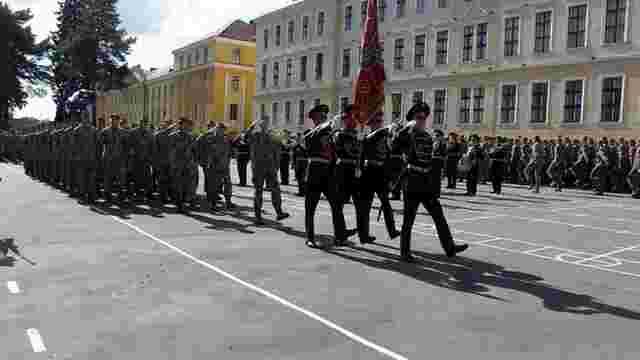 Уряд зобов'язав достроково випустити курсантів військових вишів