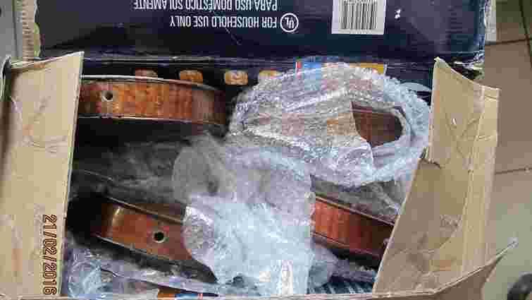 Американець намагався вивезти з Одеси сім старовинних скрипок