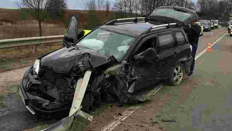 На трасі поблизу Львова водій розбив позичений у друга автомобіль