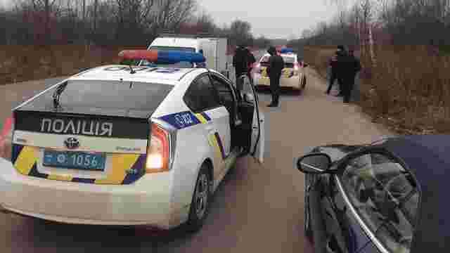 Львівські патрульні тренуються зупиняти автомобілі із застосуванням зброї