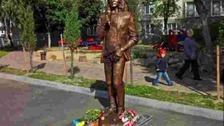 Влада Луцька проситиме маму Кузьми не демонтувати пам'ятник співаку
