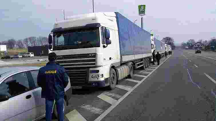 Попри блокаду 12 російським вантажівкам вдалось проїхати блокпост поблизу Львова