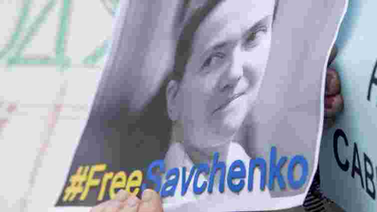 Львів'яни пікетували консульство Росії з вимогою звільнити Надію Савченко