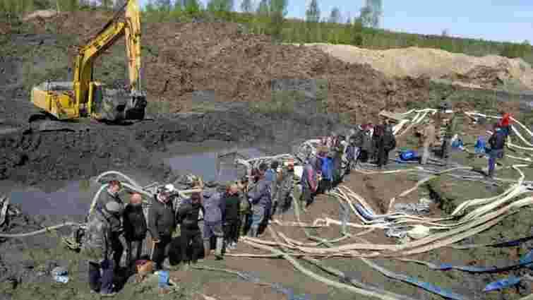 Голова Рівненської ОДА просить ввести в область Нацгвардію, щоб припинити бурштиновий промисел