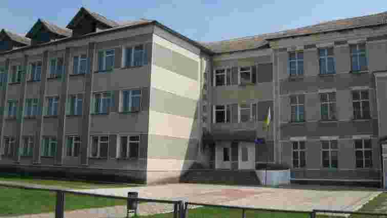 На Івано-Франківщині вчителька у присутності дітей жорстоко побила ученицю