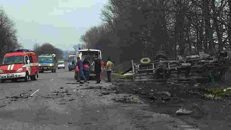 Внаслідок зіткнення з вантажівкою на Львівщині загинув водій легковика