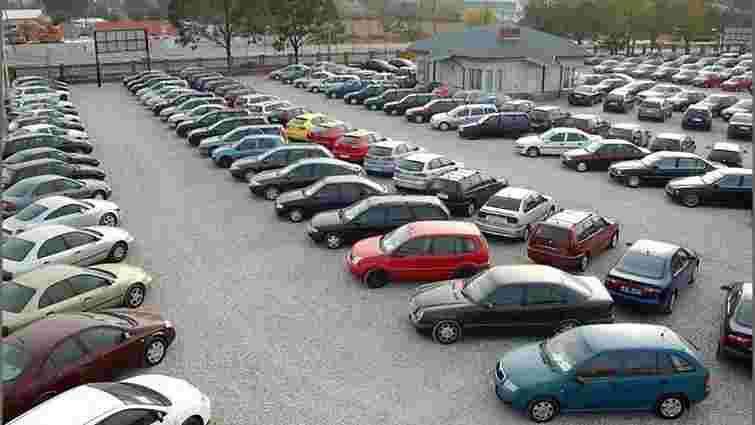 Яценюк доручив підготувати законопроект про скасування ввізного мита на вживані автомобілі