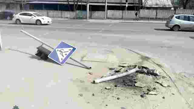 Патрульні затримали водія-втікача, який зніс світлофор на перехресті у Львові