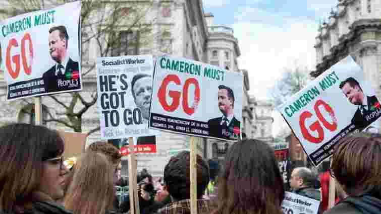 Тисячі громадян Великобританії вимагали відставки прем'єра через офшорний скандал