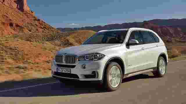 Дружина заступника голови львівської СБУ їздить на чужому BMW X5