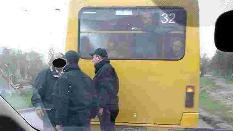 Водія львівської маршрутки оштрафували за проїзд на червоне світло