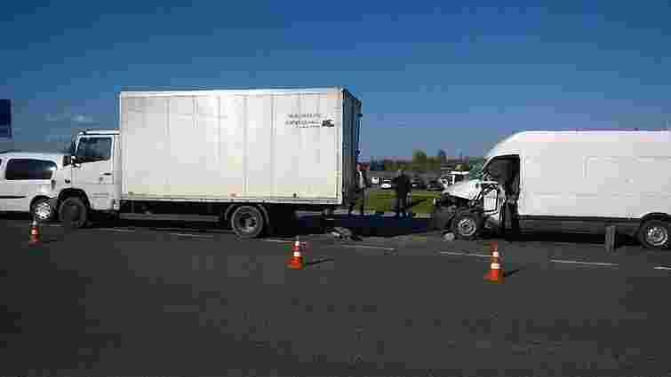 На об'їзній Львова у подвійній ДТП постраждав водій буса