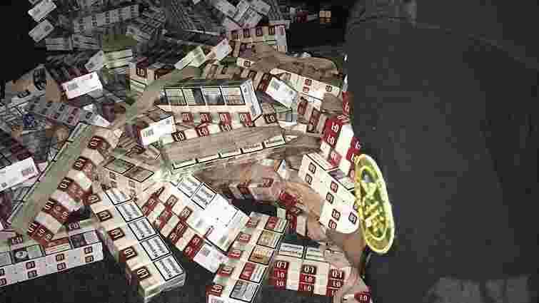 У Раві-Руській виявили 1368 пачок контрабандних сигарет