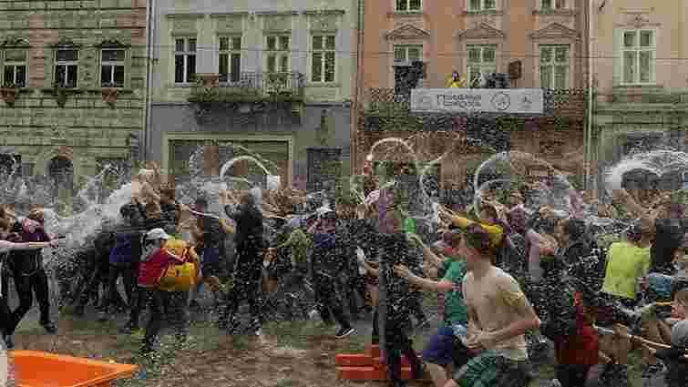 У центрі Львова відзначають Обливаний понеділок