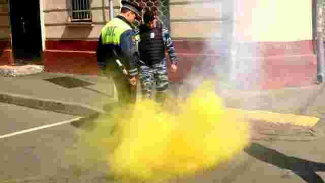 Посольство України в Росії закидали фаєрами