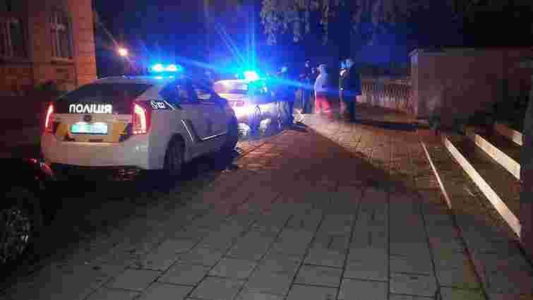 У Львові п'яний екс-міліціонер намагався втекти від патрульних на авто