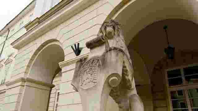 Трьох посадовців Львівської міськради викликали до прокуратури