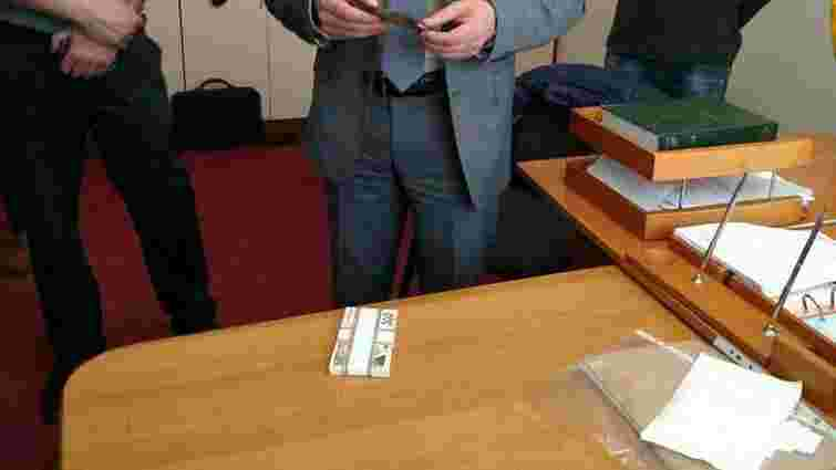 У Тернополі на хабарі затримали начальника управління Держархбудінспекції