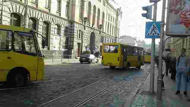 На пішохідному переході у Львові маршрутка збила 50-річну жінку