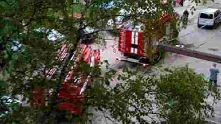 У дев'ятиповерховому будинку у Львові зайнялася квартира